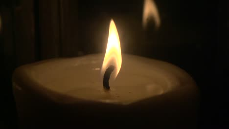 Candle-Flame-in-Slow-Motion