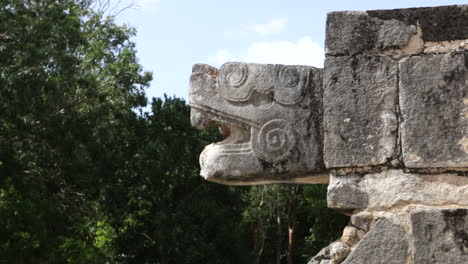 Chichen-Itza-Snake-head