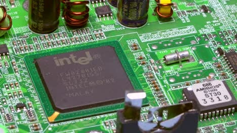 Intel-Microprocessor-On-PCB