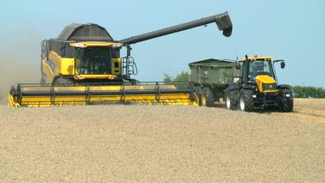 Combine-Harvester-2-UHD