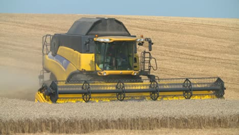Combine-Harvester-4
