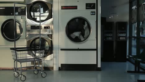 Clothes-Dryer-Laundromat