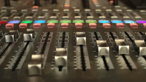 Digital-Mixer-Motorized-Faders-(Head-On)