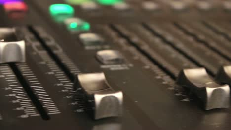 Digital-Mixer-Volume-Faders-(Pan)