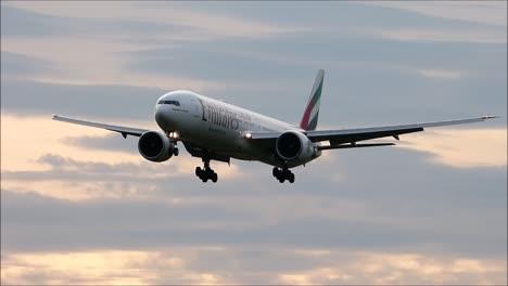 EK-Boeing-777-Landing