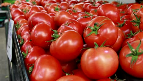 Food-Market---Tomatoes