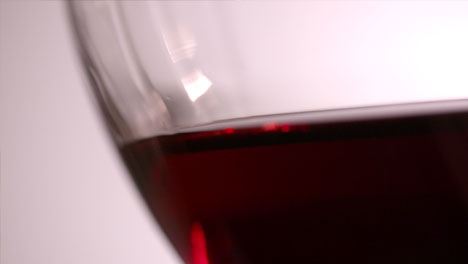 Red-Wine-in-Glass-Close-Up
