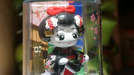 Dancing-Geisha-Toy-1