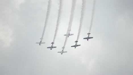 Group-Aerobatic-Plane-Display
