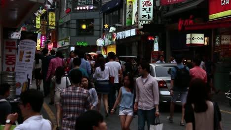 Pedestrians-in-Gangnam