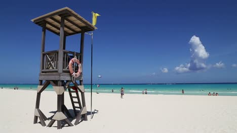Lifeguard-Hut-on-Caribbean-Beach