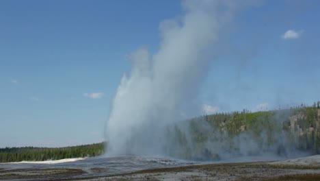Old-Faithful-Eruption-Yellowstone