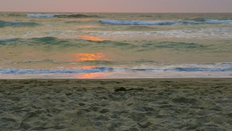 4K-Ocean-Waves-with-Reflection-of-Sun