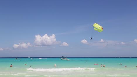 Parasailer-landing-in-Mexico