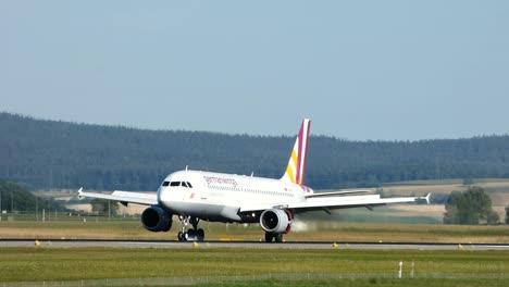 4U-Airbus-A320-Landing