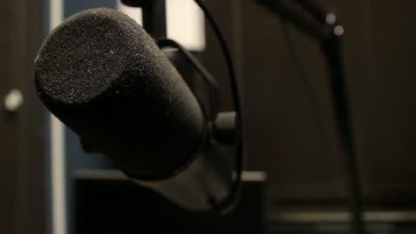 Radio-Broadcasting-Microphone-(Pull-Focus-2)