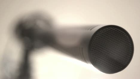 Shotgun-Microphone:-Extreme-Close-up-(Pull-Focus)