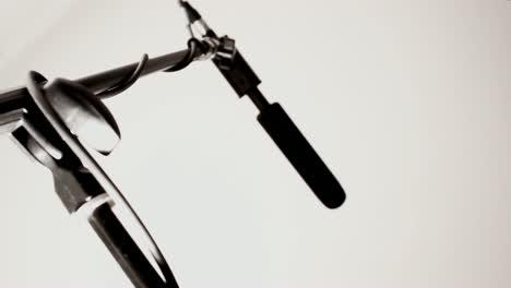 Shotgun-Microphone:-Wide-(Pull-Focus)