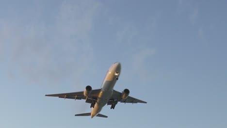 SQ-Aircraft-Landing