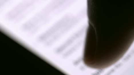 Scrolling-on-Smartphone-01