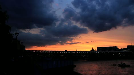 Sunset-over-the-Thames-Timelapse