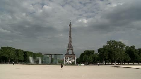 Eiffel-Tower-Daytime-Pan