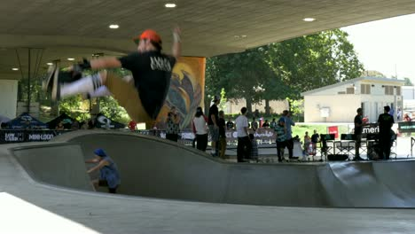 Vert-Skateboarder-at-a-Competition
