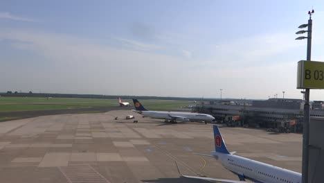 Airport-Wide-Shot