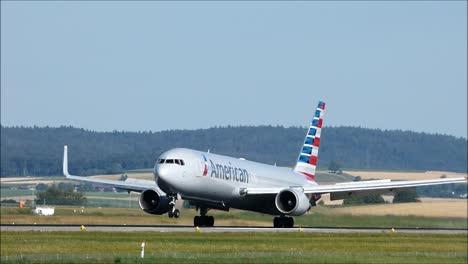 AA-Boeing-767-Landing