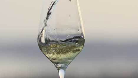 Wine-Pouring-in-Slow-Motion-2