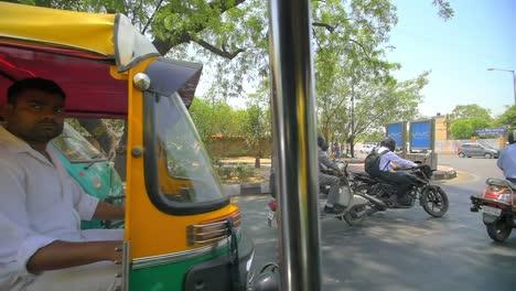 Tuk-Tuk-Drivers-Sitting-in-Traffic