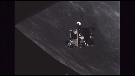Lunar-Excursion-Module-Orbiting-Moon-2