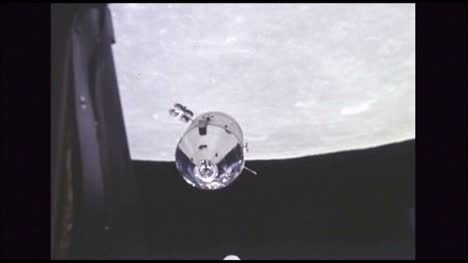 Command-and-Service-Module-Orbiting-the-Moon-2
