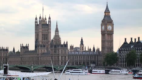 Houses-of-Parliament,-London