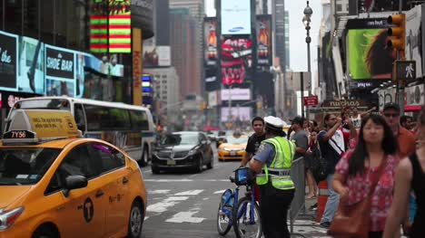 Traffic-in-Times-Square