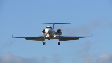 Private-Jet-Landing-Approach