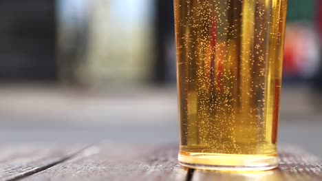 Beer-Bubbles-Close-Up