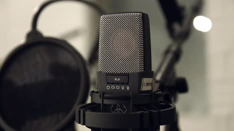 Condenser-Microphone-Close-Up