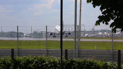 Plane-Landing-at-Heathrow