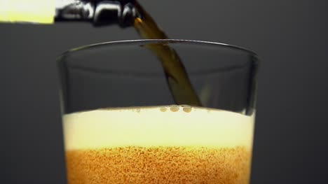 Beer-Pour-in-Super-Slow-Motion