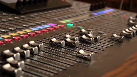 Digital-Mixer-Motorized-Faders-(Wide)