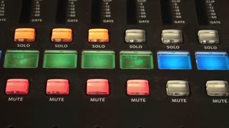 Digital-Mixer-Solo-and-Mute-Buttons