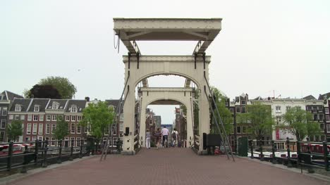 Magere-Brug-Tourists-Amsterdam