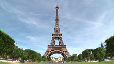 Eiffel-Tower-Wide-Shot