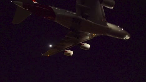 Airplane-Landing-at-Night