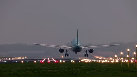 Plane-Landing-From-Behind