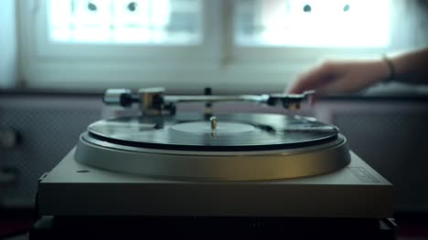 Turntable-Playing