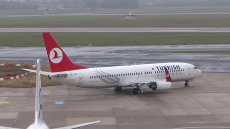 Turkish-Airlines-Plane-taxing