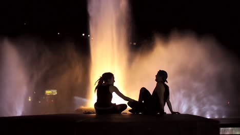 Couple-at-Fountain