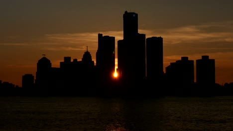 Time-lapse-of-Sun-Setting-in-Downtown-Detroit